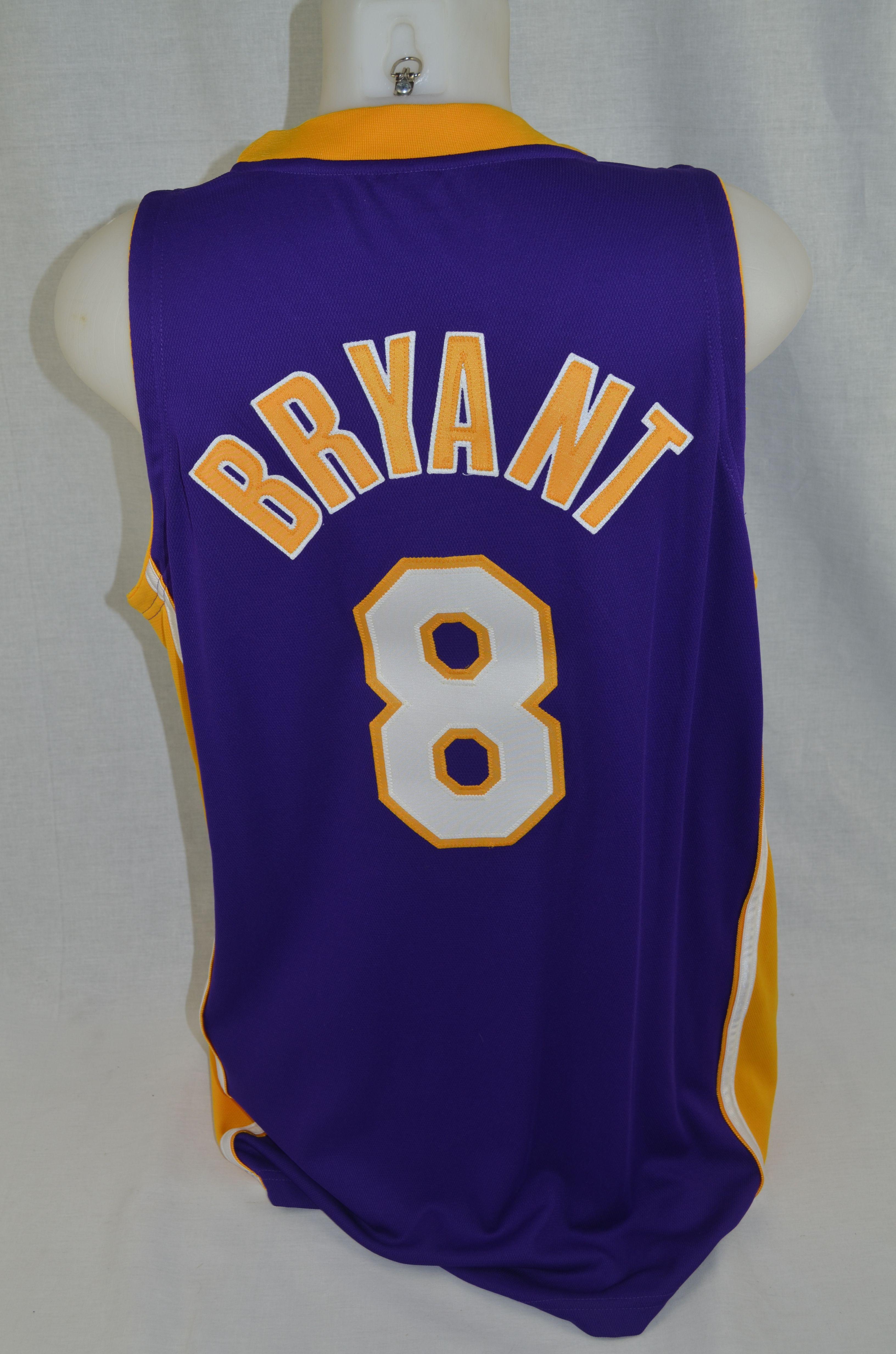 premium selection 3c68a a41ec Lot Detail - Kobe Bryant 2001 Autographed Los Angeles Lakers ...