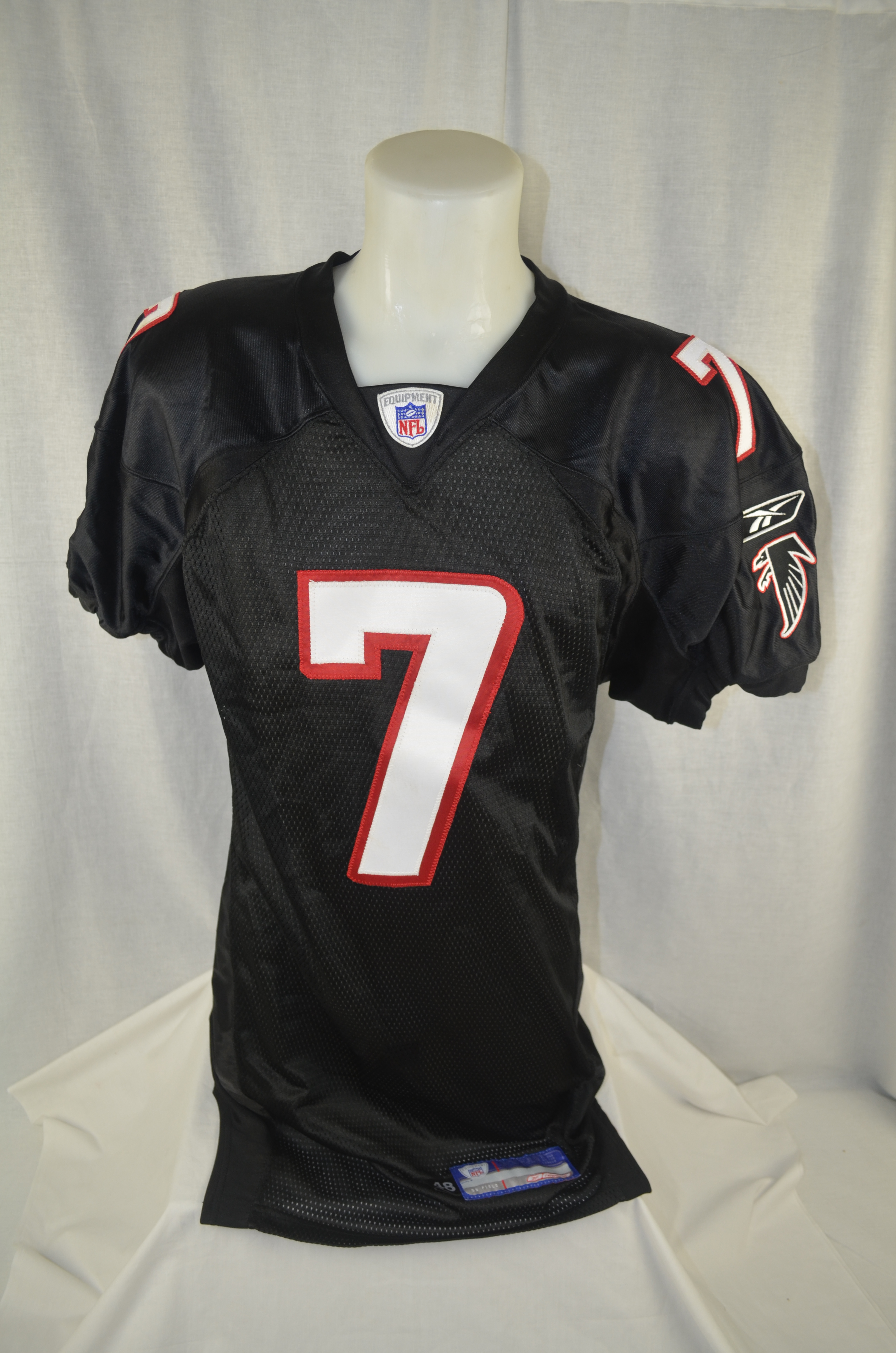 09580283b Michael Vick 2002 Atlanta Falcons Professional Model Jersey wLight Use .