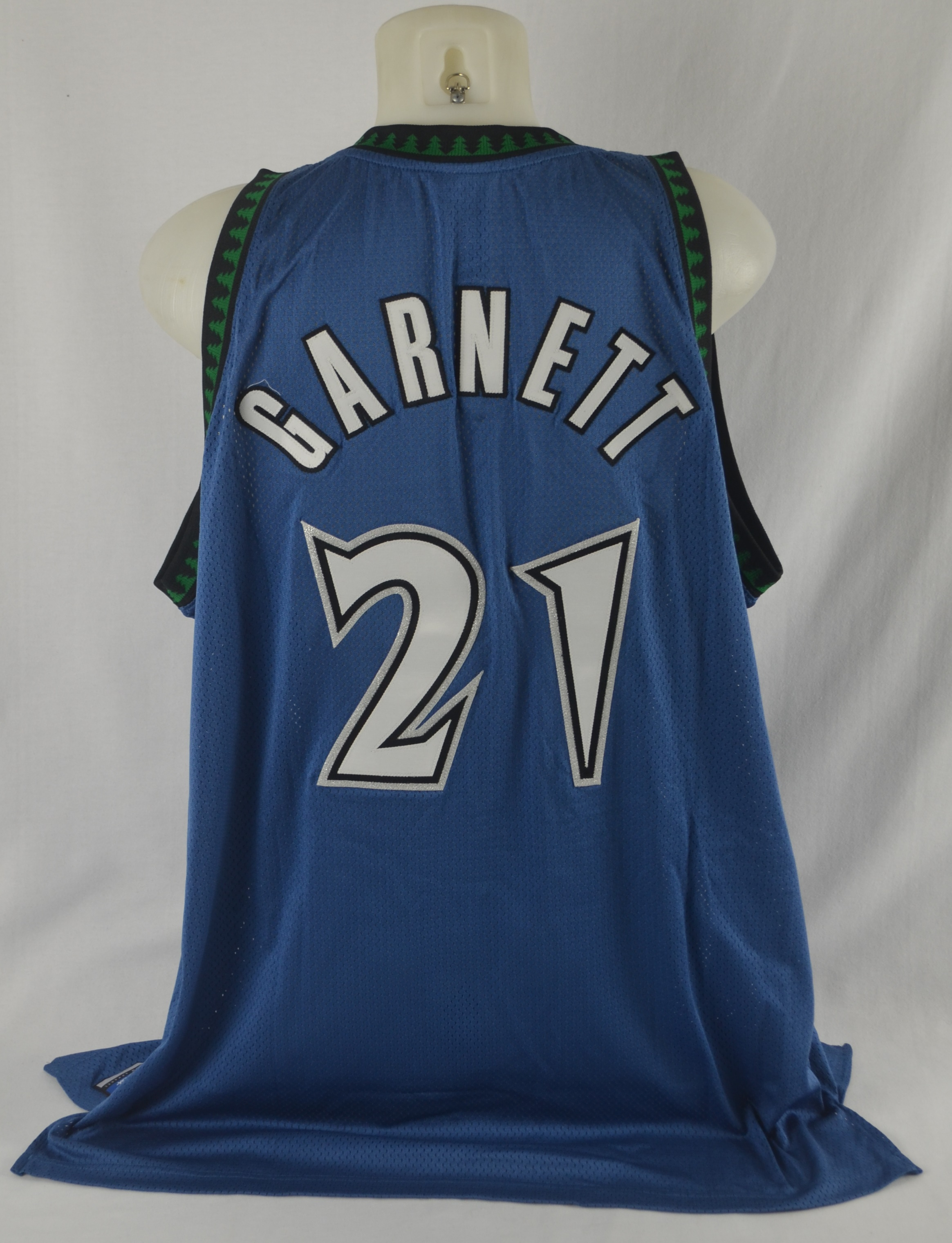 finest selection 0633c d6fde Lot Detail - Kevin Garnett Autographed Limited Edition 2004 ...